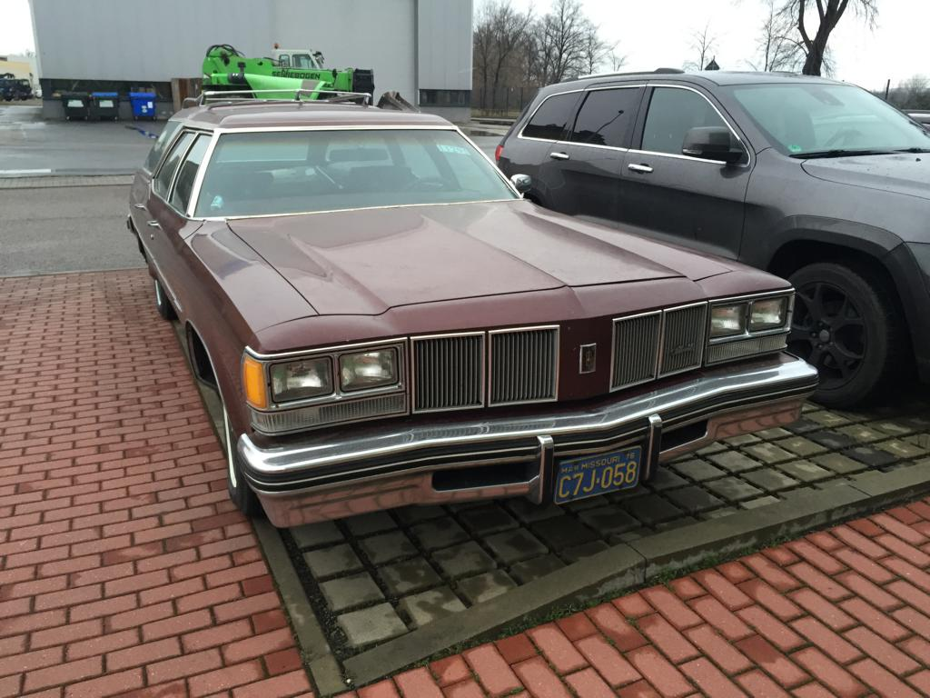 1976 Olds in Dresden (2)