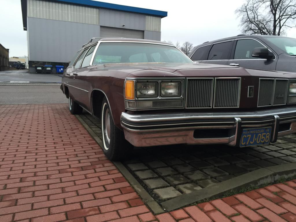 1976 Olds in Dresden (3)